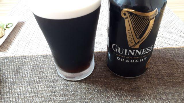Guinness ギネスビールを飲む(オリジナル写真)
