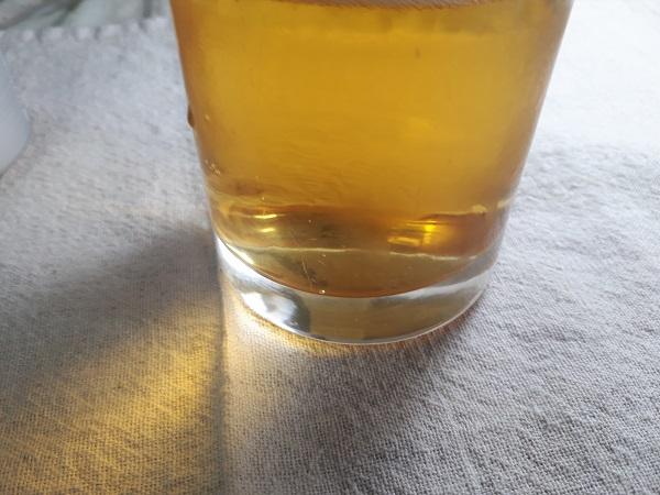 アサヒスーパードライ「瞬冷辛口」を飲むところ(オリジナル写真)