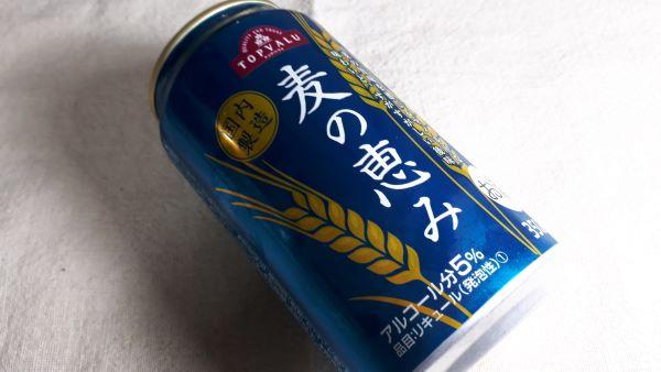 トップバリュ「麦の恵み」の缶が横たわっている