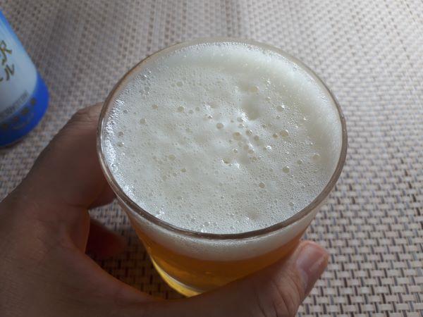 THE 軽井沢ビール「清涼飛泉 プレミアム」を飲むところ