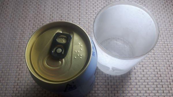 「サッポロ生ビール黒ラベル エクストラブリュー」とグラス