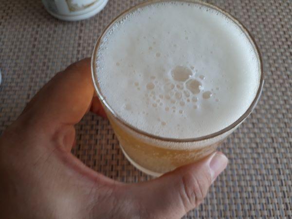 レモンビールを飲む