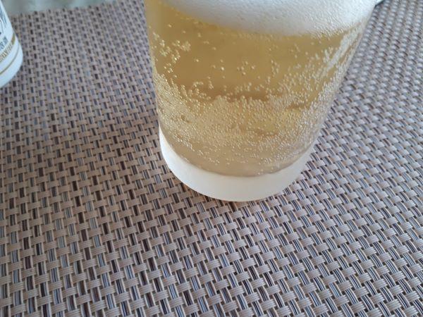 レモンビールの色合い