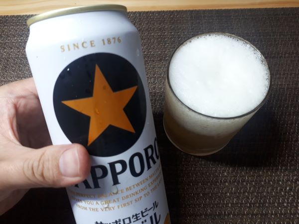 サッポロ黒ラベルを飲むところ(オリジナル写真)