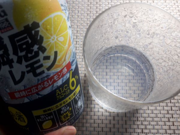 サントリー「-196℃ ストロングゼロ〈瞬感レモン〉」の外見