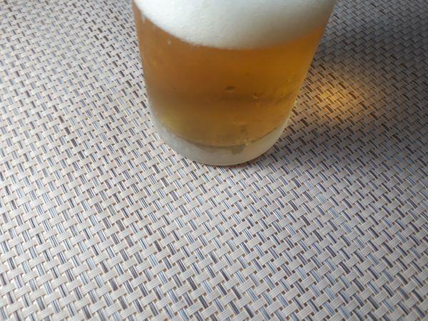 サントリー「パッと華やぐ香りがクセになる<生>ビール」の色合い