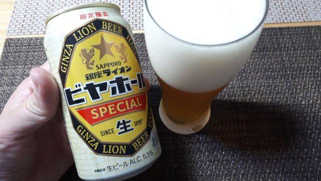 サッポロ「銀座ライオンビヤホール スペシャル」を飲むところ(オリジナル写真)