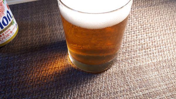 オリオンビール 季節限定「いちばん桜2020」の色合い