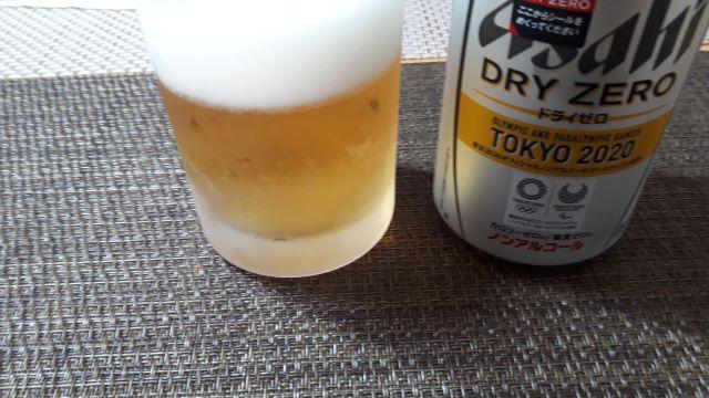 アサヒ「ドライ ゼロ」を飲む(オリジナル写真)