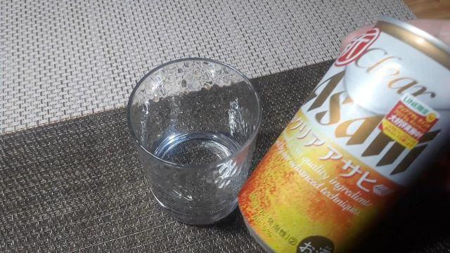 クリアアサヒを飲む(オリジナル写真)