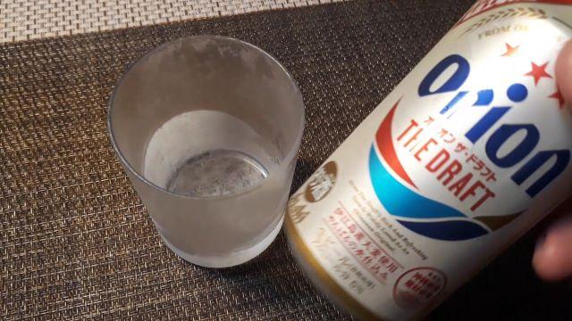 オリオン ザ・ドラフトを飲む(オリジナル写真)