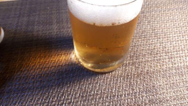 アサヒ「スタイルフリー<生>」を飲むところ(オリジナル写真)