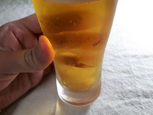 アサヒスーパードライを飲むところ(オリジナル写真)