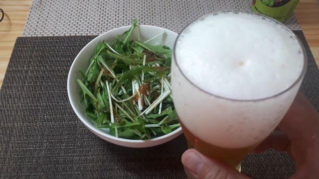 サッポロ セブンプレミアム「上富良野佐藤さんのホップ畑から」を飲むところ(オリジナル写真)